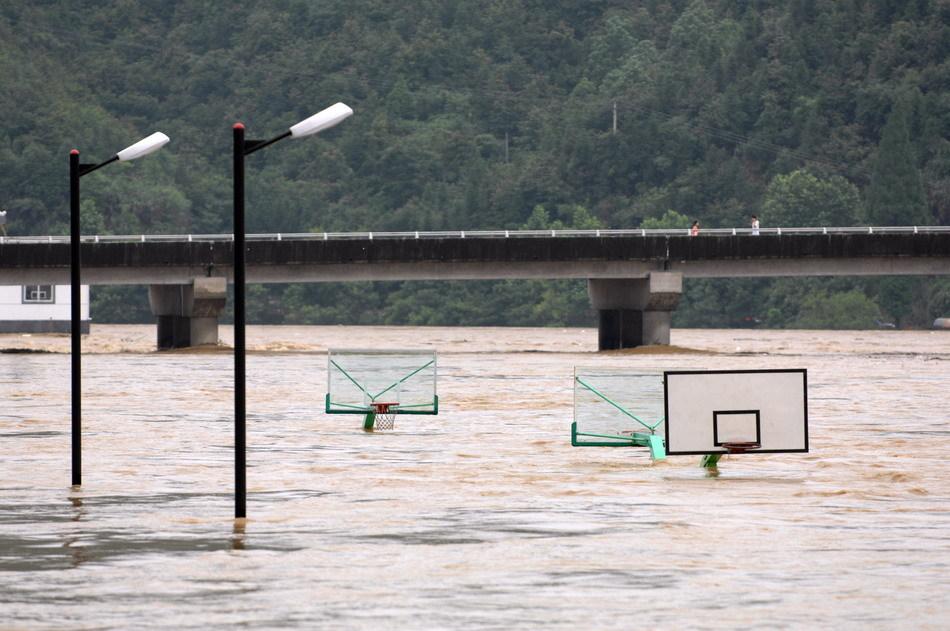 开化县华埠镇沿江被淹没的球场
