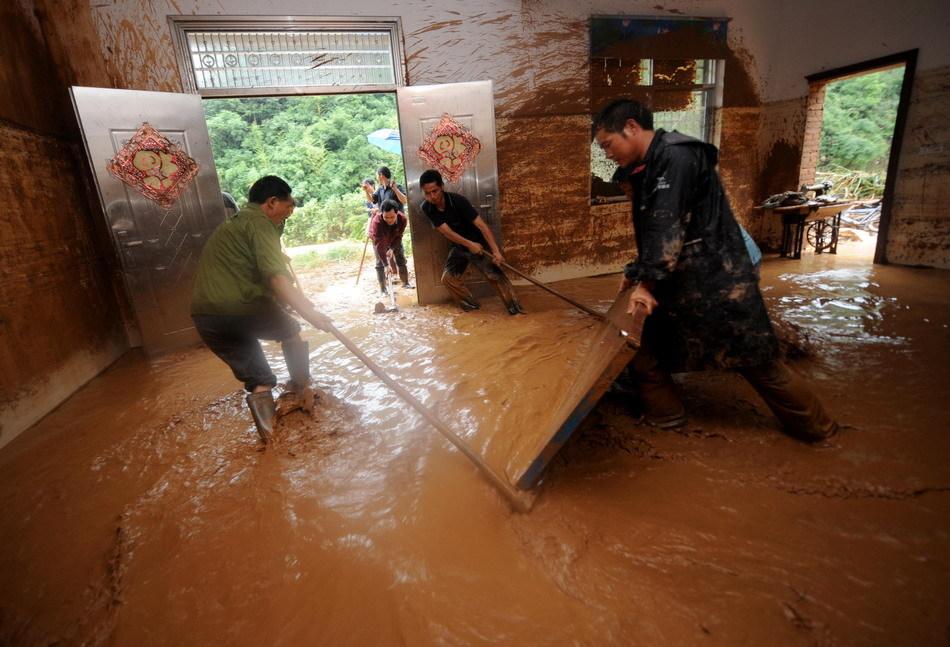 浙江常山持续强降雨引发山洪2人遇难