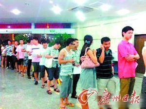 温州市民踊跃排队献血。网友提供