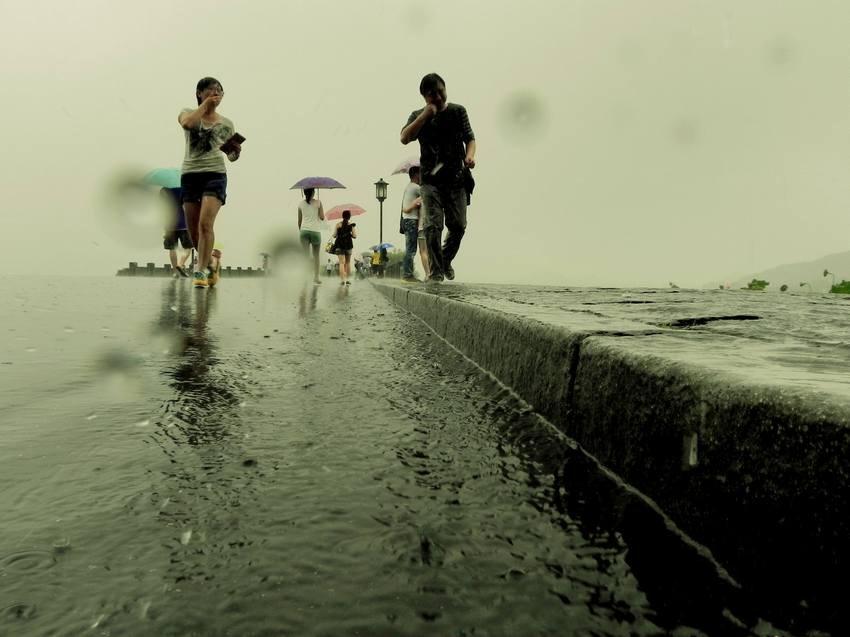 短时间道路积水严重