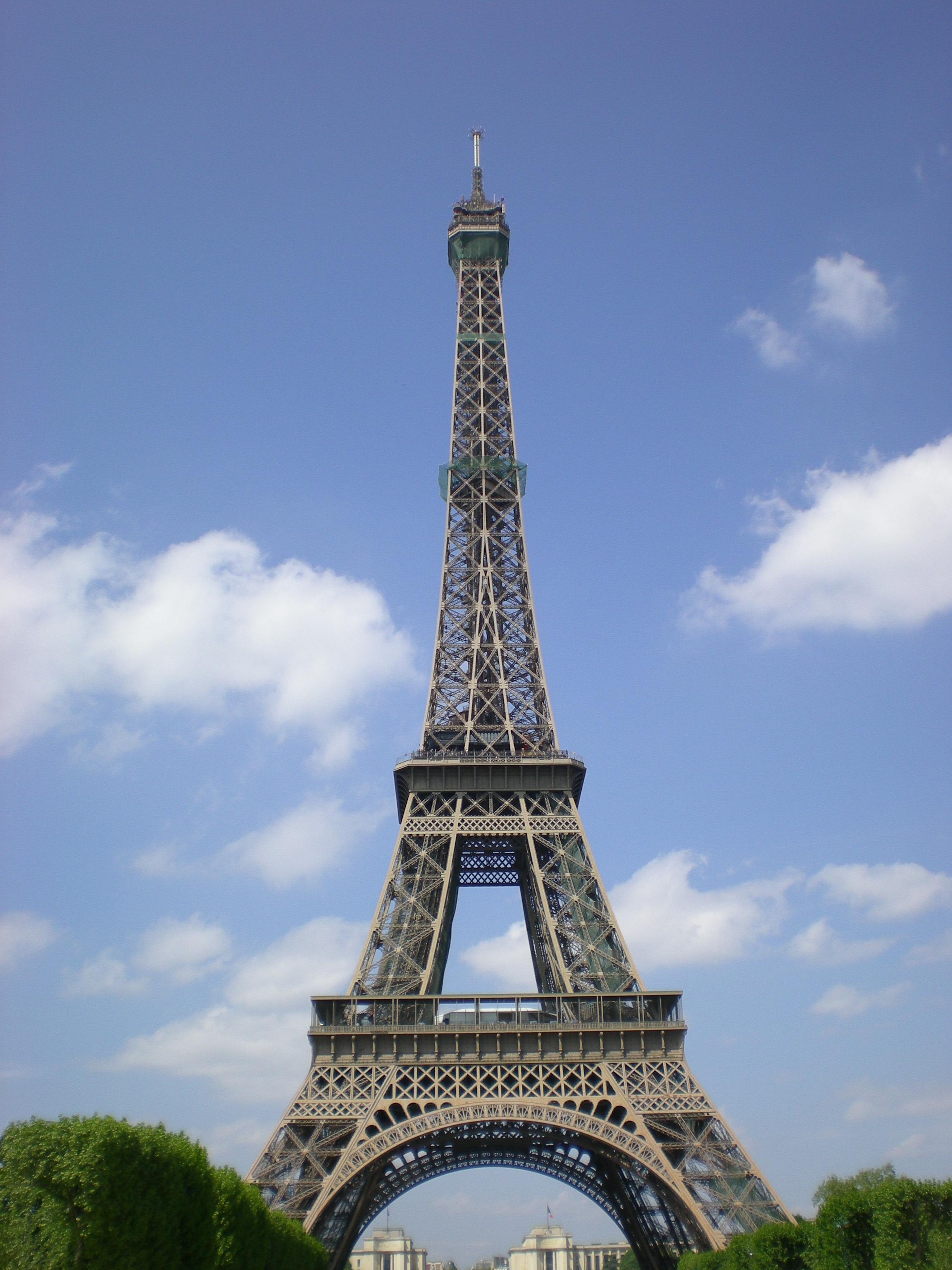 巴黎埃菲尔铁塔; 巴黎埃菲尔铁塔图片素材; >> 户外运动