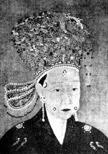 皇后两颊各装饰一颗珍珠