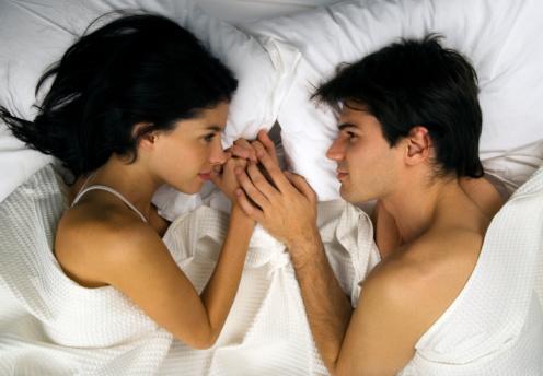 男人女人nanrennvren男人抱女人睡觉图片男人睡觉
