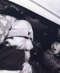 2002年的春运,挤死人。