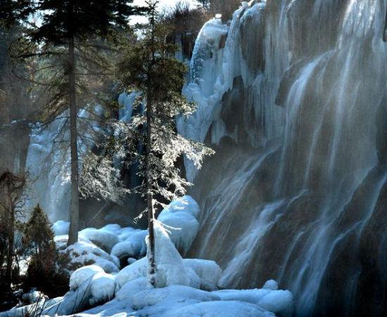 凝结的瀑布