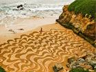 艺术家海滩创巨幅画作