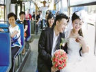 温州情侣乘公交去结婚