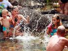 澳洲男女共浴的瀑布