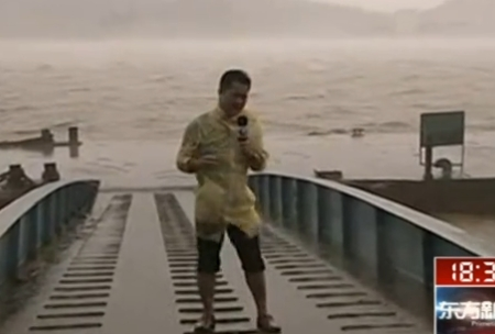 浙江象山风大雨急 迎战海葵
