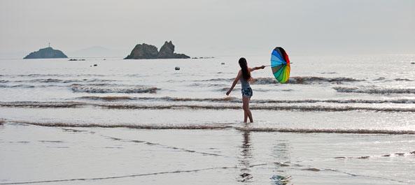 普文二青年怎么玩转沙滩