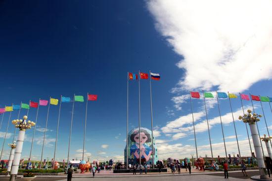 ▲ p1. 套娃广场主体建筑是一个高30米的大套娃,建筑面积3200平方米,是目前世界上最大的套娃。