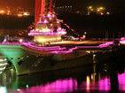 中国航母国庆夜张灯结彩