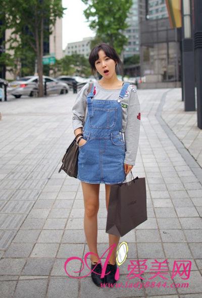 搭配tips:休闲卡通卫衣+牛仔背带裙
