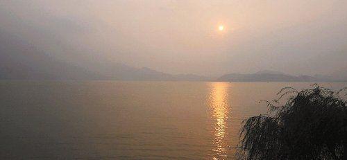 夕阳下的东钱湖