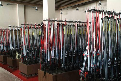滑雪装备(点击更多高清美图)