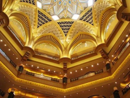 设计这座酒店的设计师曾为苏丹和文莱的王宫贵族设计过宫殿