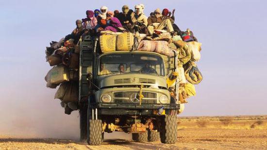 跨越阿尔及利亚、尼日尔和尼日利亚的撒哈拉公路
