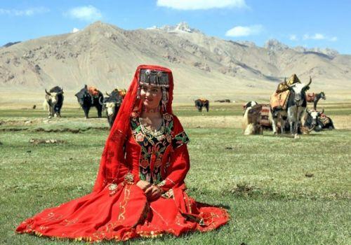 塔吉克族青年奇特婚俗(组图)