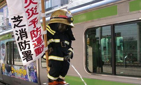 """日本东京的""""尿尿小童""""像"""