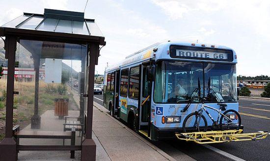在66号公路上,第一次看见巴士