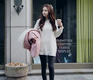 组图:纯色套头毛衣简单的搭配就很美