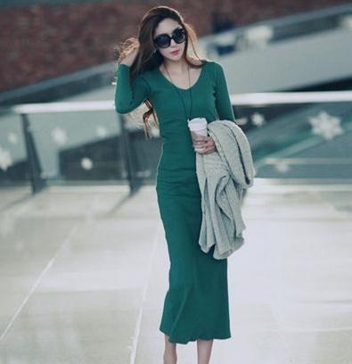 组图:显瘦修身针织打底裙冬装混搭必备