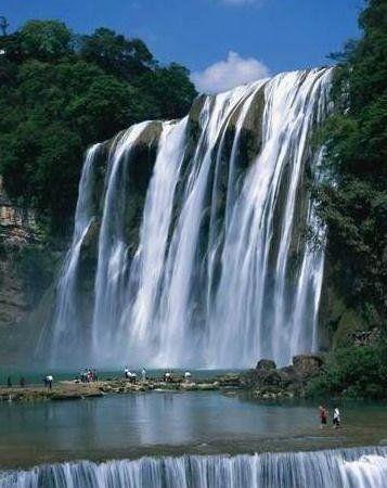 在黄果树大瀑布下游泳(点击更多高清美图)