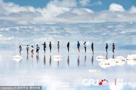 天空之镜乌尤尼盐沼