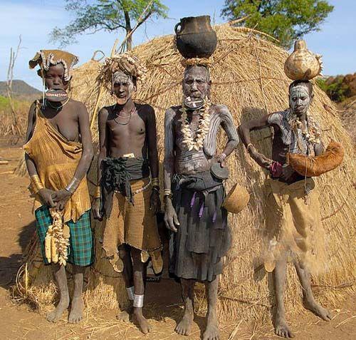 世界上最引人注目的原始部落