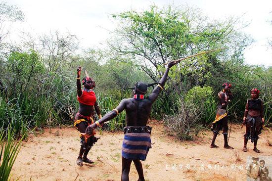 组图:鲜血淋淋的爱情埃塞俄比亚鞭打风俗