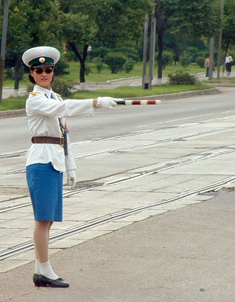 人街拍各国惊艳女警花 韩国朝鲜女警