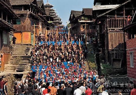 侗家人都会在新春期间举行多耶祭萨仪式来祭拜侗族的祖母。胡锦朝 摄影