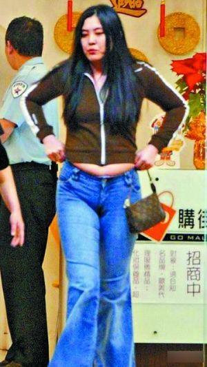 2004年王祖贤被拍到发福的照片。