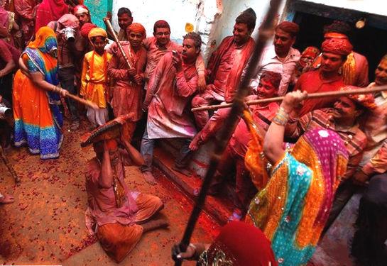 印度棒打男人节(点击更多高清美图)