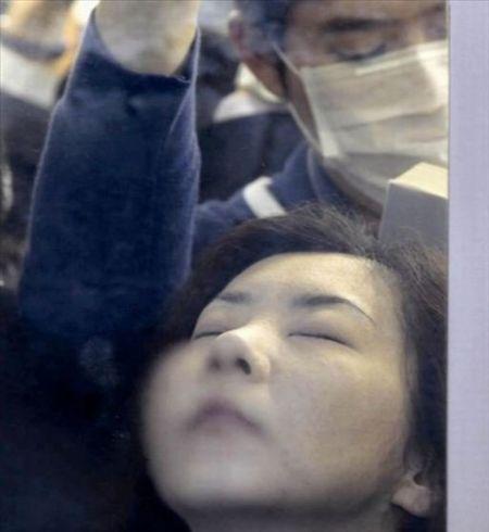 日本人挤地铁(点击更多高清美图)