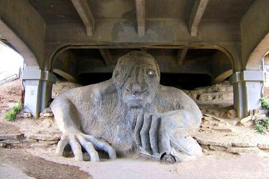 费蒙怪兽雕像(点击更多高清美图)