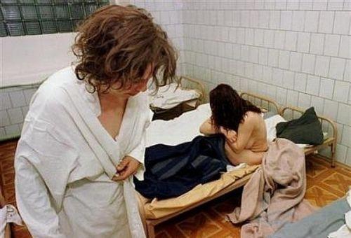 美女:进来先揭秘衣服醒酒奇特俄罗斯脱光站(2组图的真正图片
