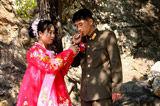 零距离抓拍朝鲜军人婚礼