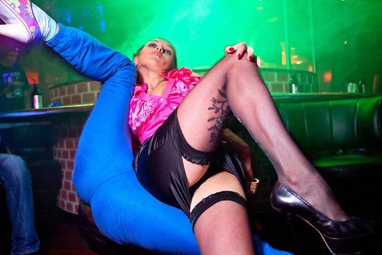 俄罗斯少妇夜店美图让人心疼的丝袜美少妇图片美女