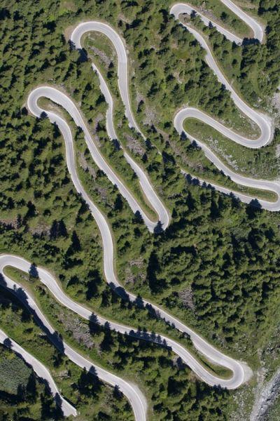 瑞士阿尔卑斯山盘山公路 (点击更多高清美图)
