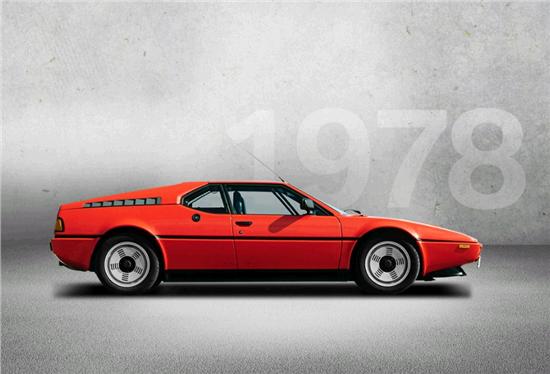 1986年:第二代BMW 7系隆重登场,配备了战后德国首款12缸发动机   1986年,新BMW 7系隆重登场,其线条平滑,操控富有运动感,采用了创新型底盘控制系统,堪称一颗耀眼的新星。车辆前部采用了宽大的宝马双肾型进气格栅,展现出一副强悍有力的形象;车辆后部装配了L型尾灯,成为了新的品牌标志。BMW 7系首次推出了长轴距车型。最重要的技术特点包括带电子油门的ASC防滑控制系统和牵引扭矩控制系统。在BMW 730i和BMW 735i上,分别配备了功率为135千瓦/184马力和155千瓦/211马力的