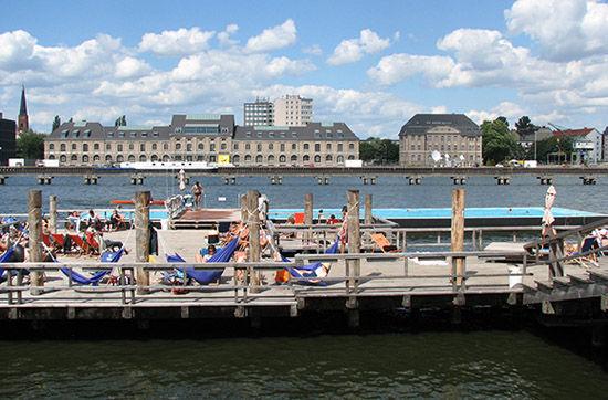 游泳船(德国柏林)
