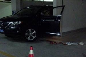 妻子倒车撞死丈夫