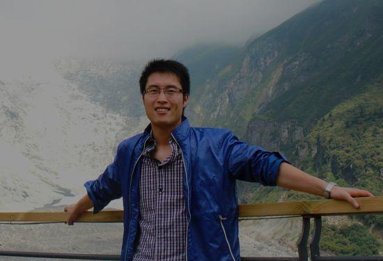 众所周知,浙江移动的网络是中国移动全集团网络考核的一等奖,而台州的网络则在浙江排列前茅。两年多时间里,台州共有1000多个点开通了WLAN网络,覆盖能力提升近10倍,AP数达到1万余个,用户数及流量实现了几十倍的增长。2012年,台州WLAN热点健康度排名浙江省第二。能取得这样的成就,与中国移动台州公司网优中心的朱志伟密不可分。   自进入台州公司后,这个1983出生的普通大男孩就取得了众多荣誉。2009年市级TD建设大会战先进个人2010年省级TD网络质量提升大会战先进个人2011年省级优秀