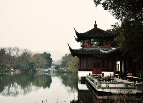 杭州西湖位于哪个省_诗画江南 醉倒在水乡古镇(2)_新浪旅游_新浪网