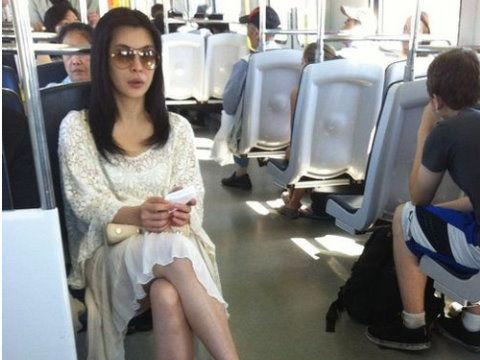 王祖贤公车让座