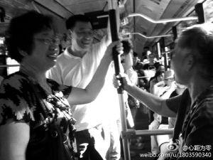 <em>宁波市委书记</em>刘奇早高峰挤公交体验挂号难_新