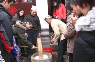 去古镇吃年糕 慈城新春庙会之旅