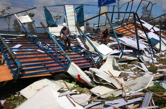 组图:台风菲特过后瑞安居民展开自救_城市频道