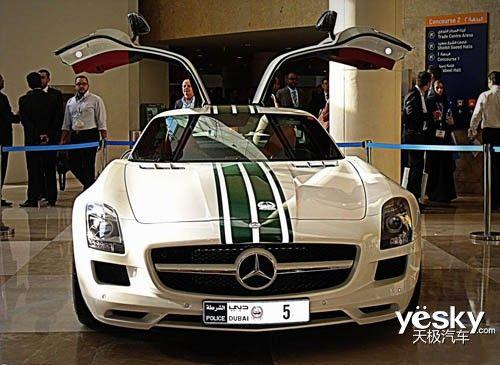迪拜警车梦幻阵容 300万奔驰SLS AMG高清图片